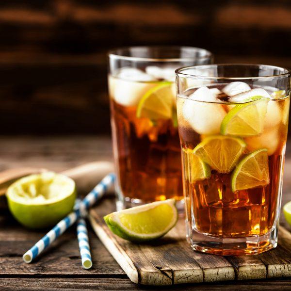 Cocktail mit Flüssigzucker